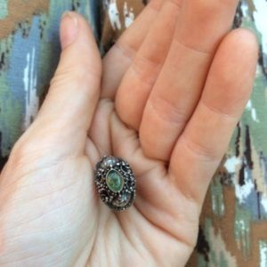 Vintage Jewelry - Real Silver Thai Green Stone Ring